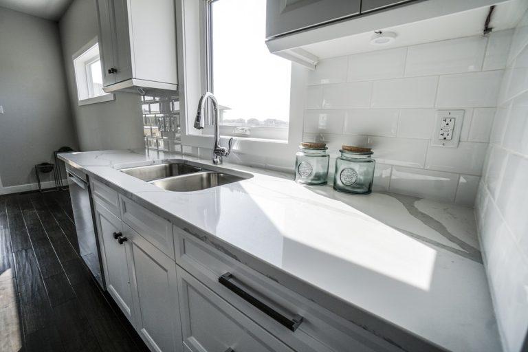 white marble kitchen in modular home